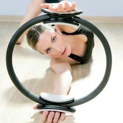 Mujer sosteniendo un círculo mágico - Foto: Getty Images