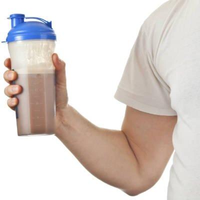 La proteína de suero se debe beber con agua - Foto: Getty Images