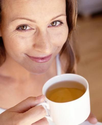 Mujer tomando el té- Foto Getty Images