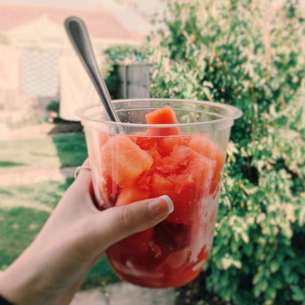 Comer fruta fresca es la mejor opción para preservar todos los nutrientes - Foto: Pexels