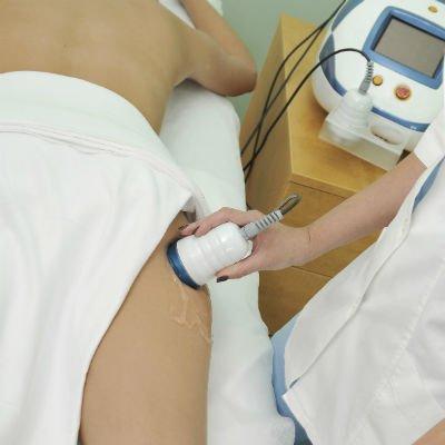 La radiofrecuencia también actúa para tratar la grasa localizada - Foto: Getty Images