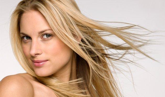 mujer con el pelo lacio - Foto Getty Images