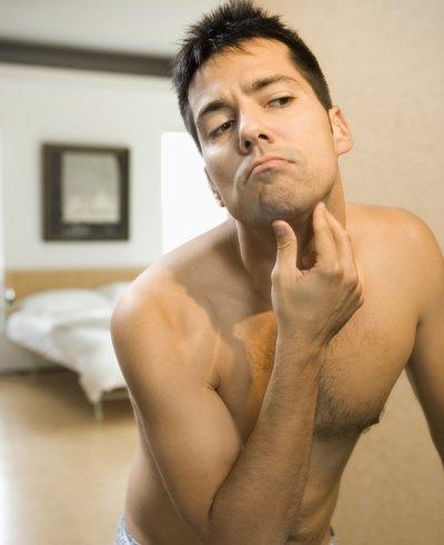 hombre con acumulación de grasa en el vientre - Foto: Getty Images