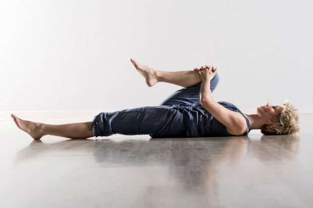 Persona estirando - Foto: Getty Images