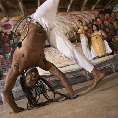 Comprenda los beneficios de la capoeira para su cuerpo y mente - Foto: Getty Images