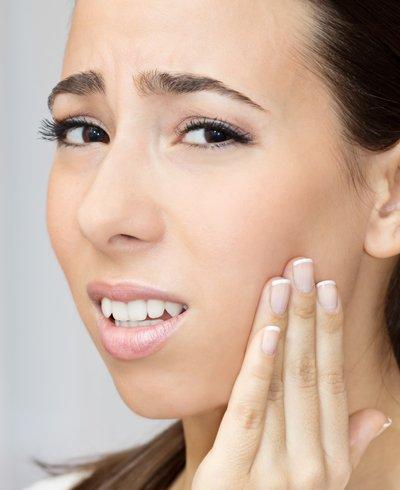 mujer con dolor de boca - Foto: Getty Images