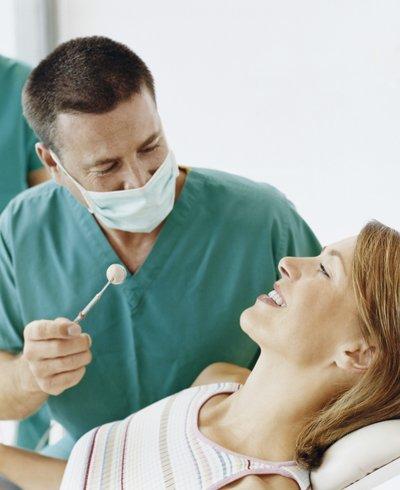 mujer en el dentista - Foto: Getty Images