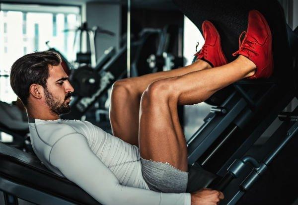 Ejercicios de piernas: prensa de piernas - Foto: Shutterstock