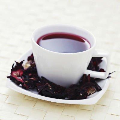 El té de hibisco tiene acción diurética - Foto: Getty Images